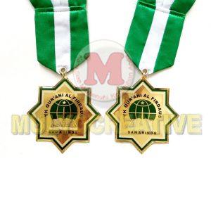 Grosir Medali Kelulusan Desain Custom Bahan Logam Kuningan Harga Termurah