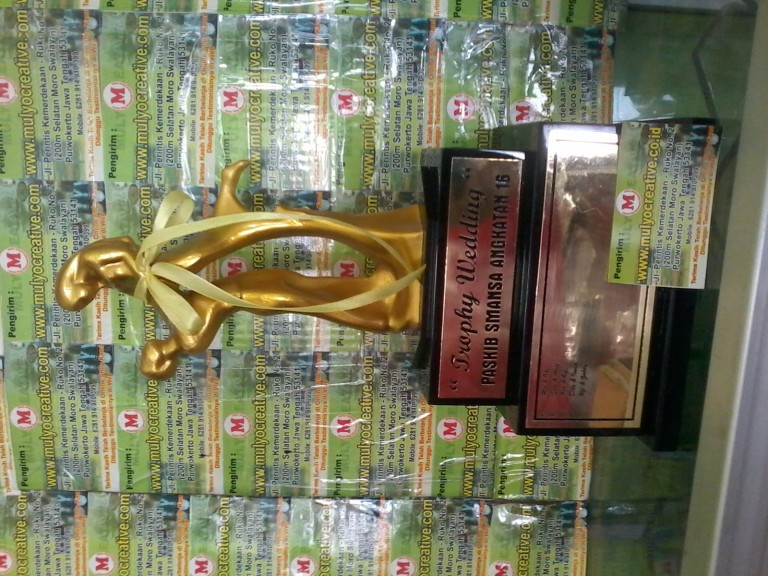 Plakat Wedding Trophy Pernikahan mulyocreative