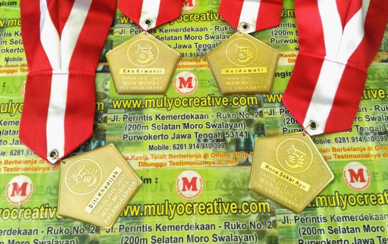 Medali Wisuda Man Model Palangkaraya 2016