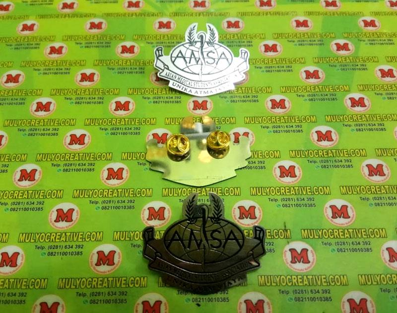 Pin AMSA Asian Medical Student Association - Lencana Pin Bros Unika Atma Jaya sudut pandang jauh