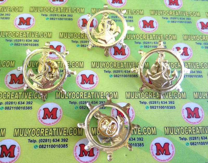 Emblem/ Pin logo sekolah NKN Nautika Kapal Niaga, terbuat dari logam kuningan