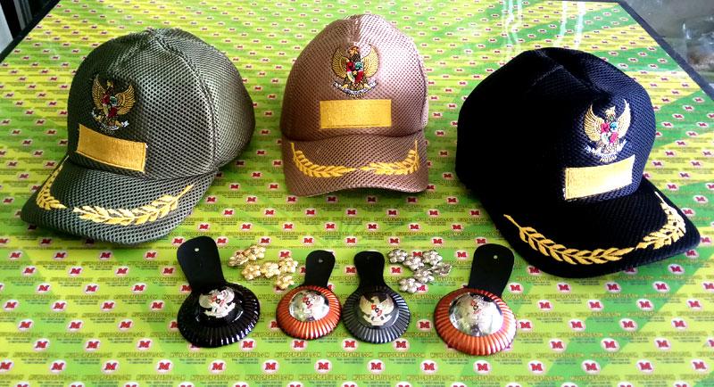 Silahkan Order Topi Lurah, Topi Camat, Topi Bupati, disertai Melati Pangkat Topi disesuaikan dengan jabatan. Tanda jabatan yang terdiri dari 3 ukuran
