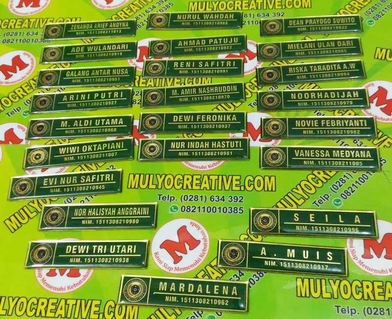 Papan Nama Dada warna hijau terbuat dari logam kuningan, dilapisi Resin Lycal