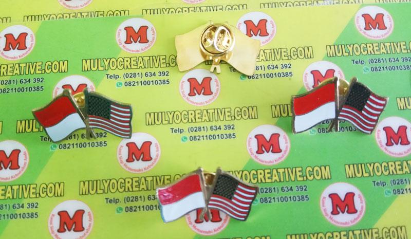 pin bendera kerja sama Indonesia dan Amerika