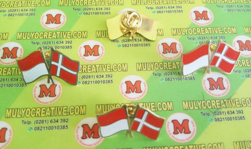 pin bendera kerja sama Indonesia dan Denmark
