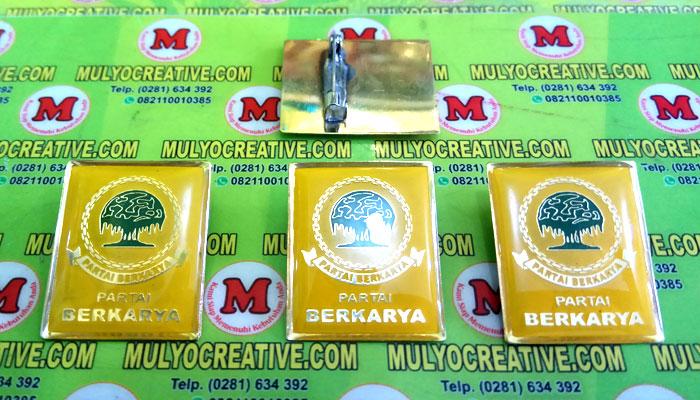 Pin Berkarya terbuat dari logam kuninganOrder dan Pesan sekarang juga di Mulyo Creative
