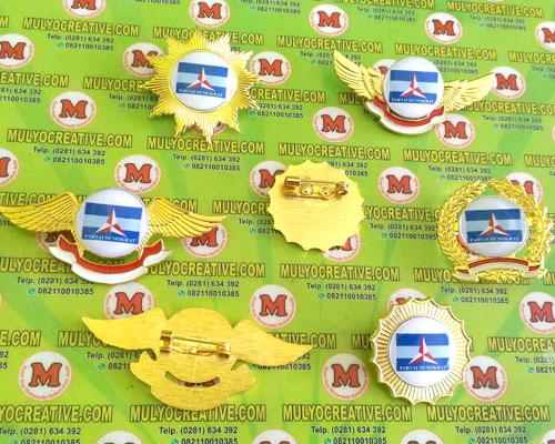 Beragam Model Pin Demokrat, Lencana Pin Partai Demokrat, Order dan Pesan sekarang juga di Mulyo Creative