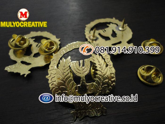 pin logam (7)