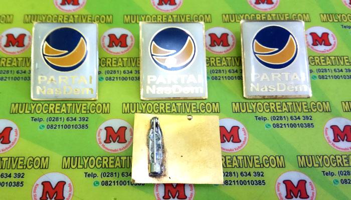 Pin Nasdem/ Partai Nasional Demokrat terbuat dari logam kuninganOrder dan Pesan sekarang juga di Mulyo Creative