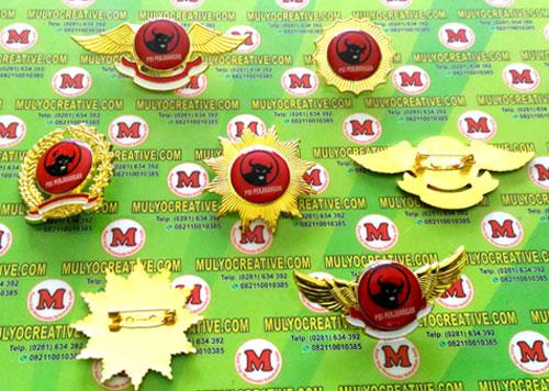 Beragam Model Pin PDIP/ Partai Demokrasi Indonesia Perjuangan terbuat dari logam kuninganOrder dan Pesan sekarang juga di Mulyo Creative